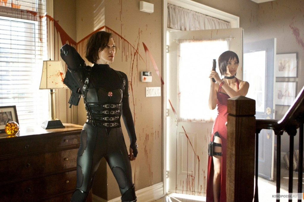 Alice And Ada Wong Prepare For Resident Evil Retribution Battle