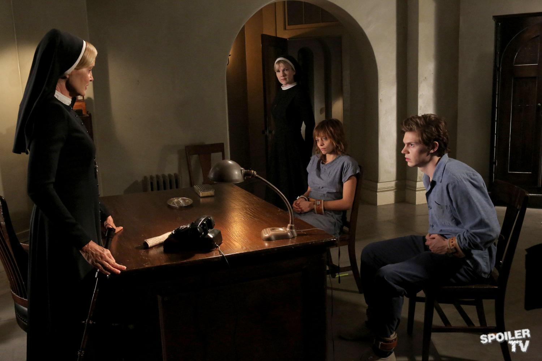 6-American-Horror-Story-Asylum