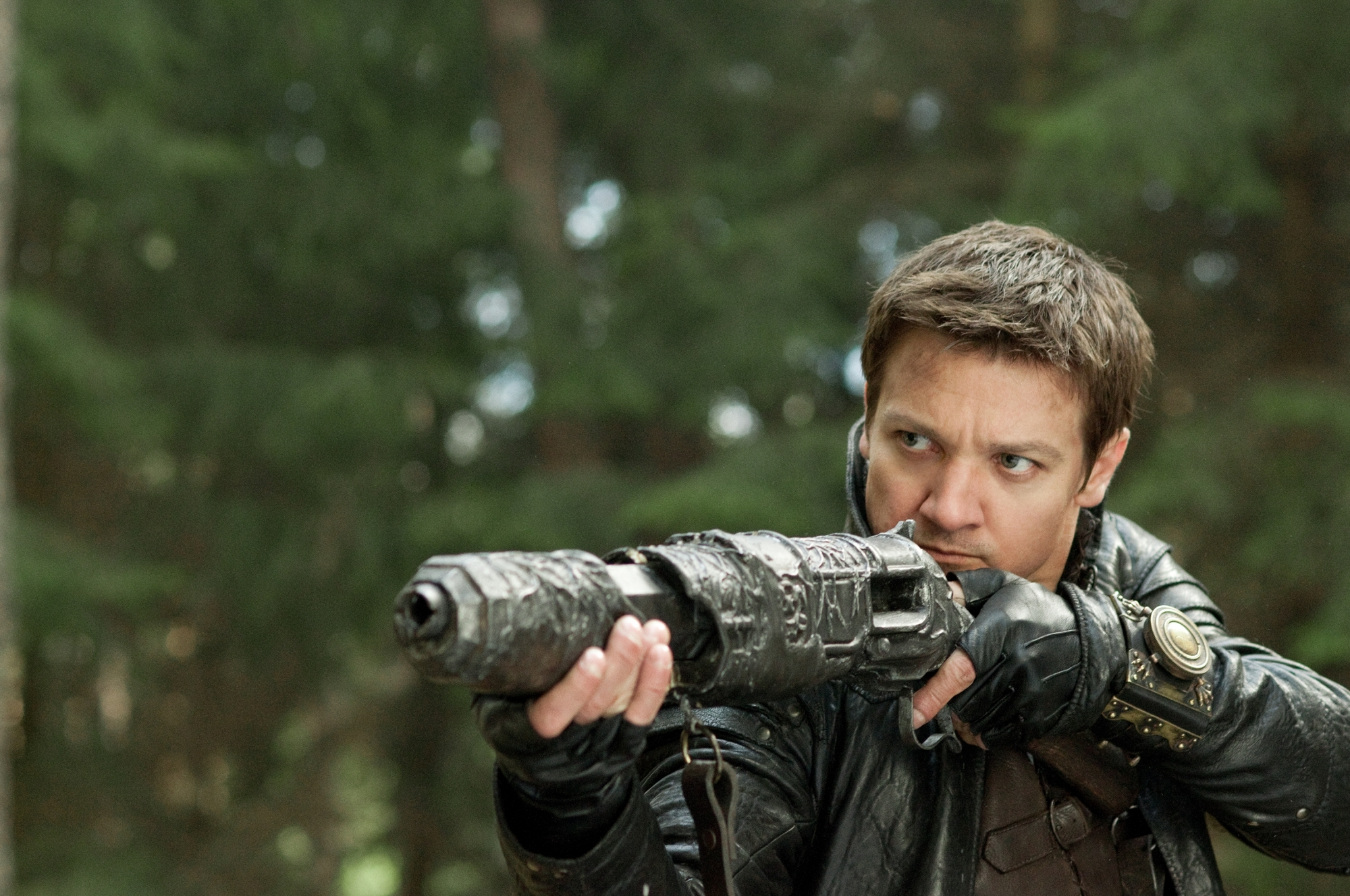 third tv spot for 'hansel and gretel: witch hunters' - bloody disgusting