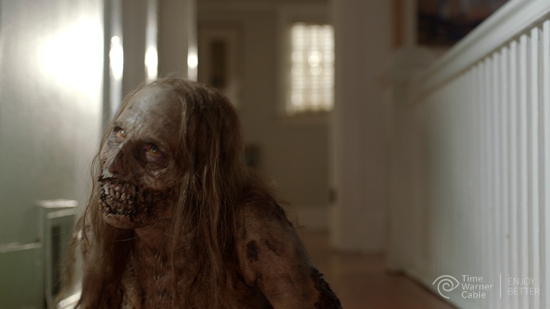 The-Walking-Dead-Clean-Up-Zombie-Girl