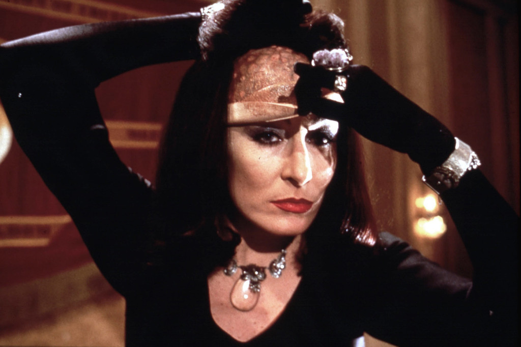 THE WITCHES (BR1990) ANGELICA HUSTON