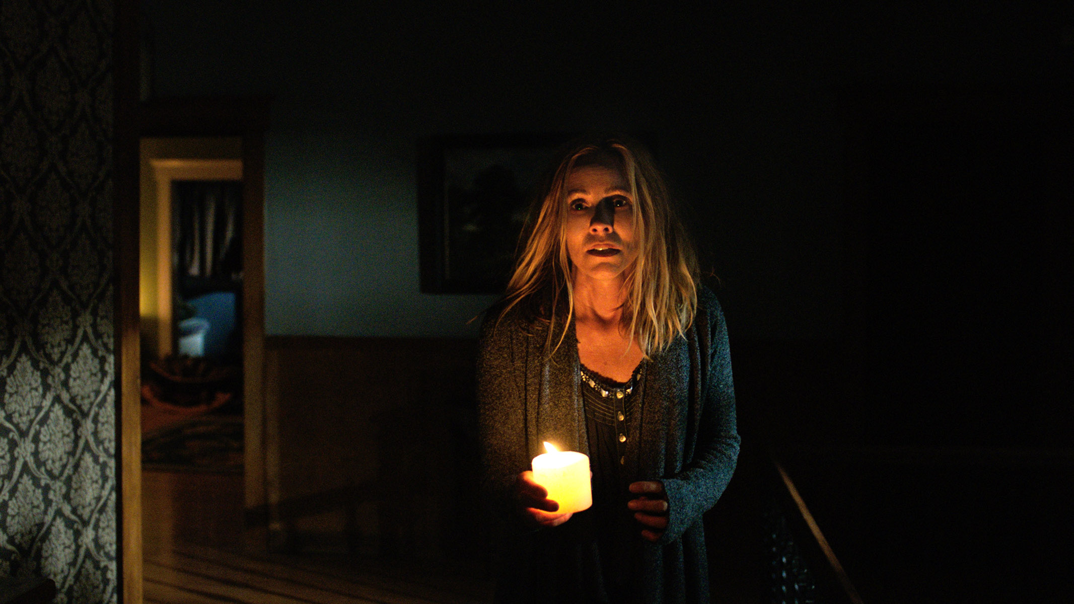 Warner Bros Turns The Lights Out On Home Video Bloody Disgusting