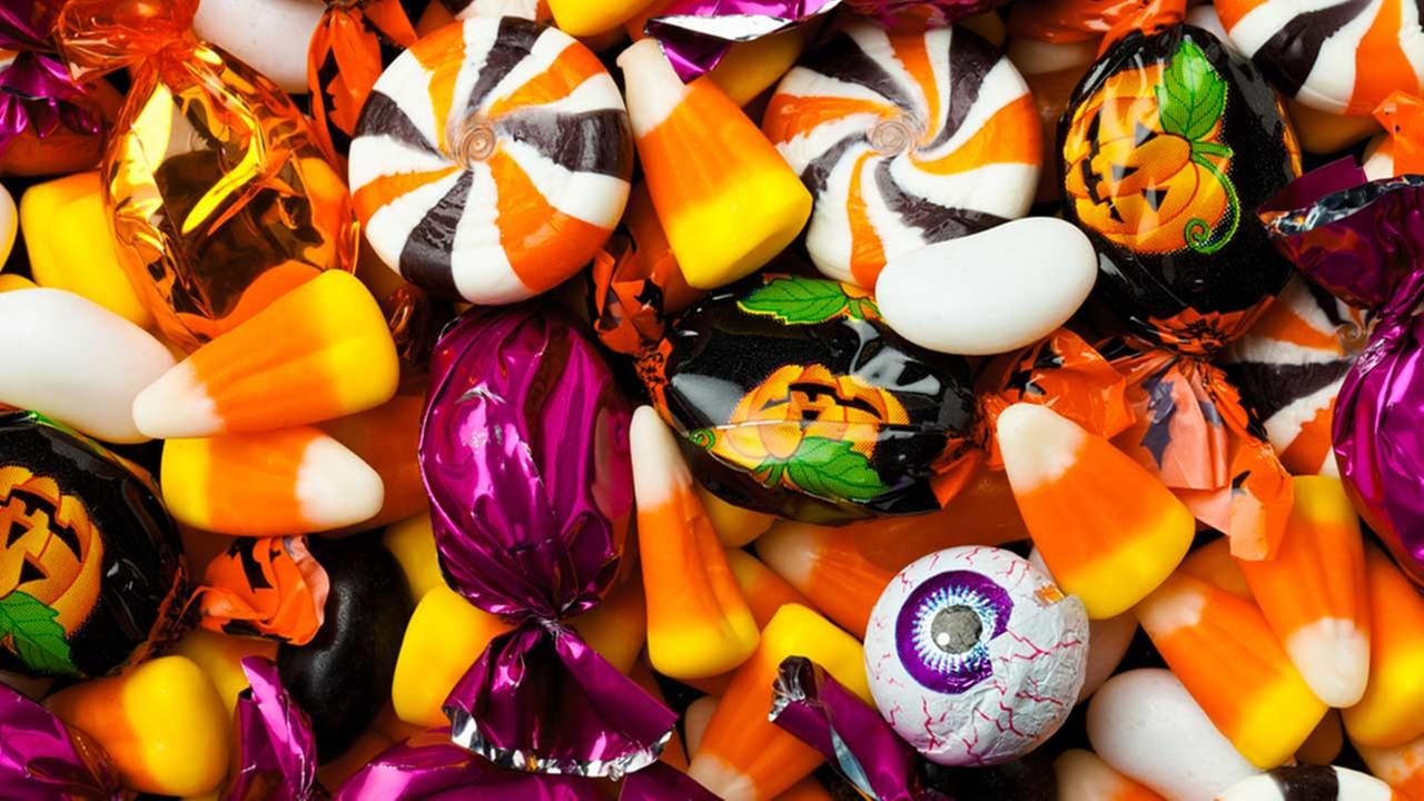 Classic Halloween Candy.Are You Handing Out These Classic Halloween Candies Bloody Disgusting
