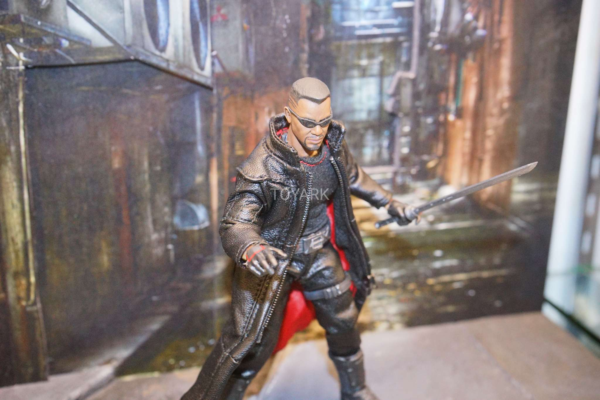"MEZCO ONE:12 COLLECTIVE Blade 6/"" Vampire Hunter ACTION FIGURE"