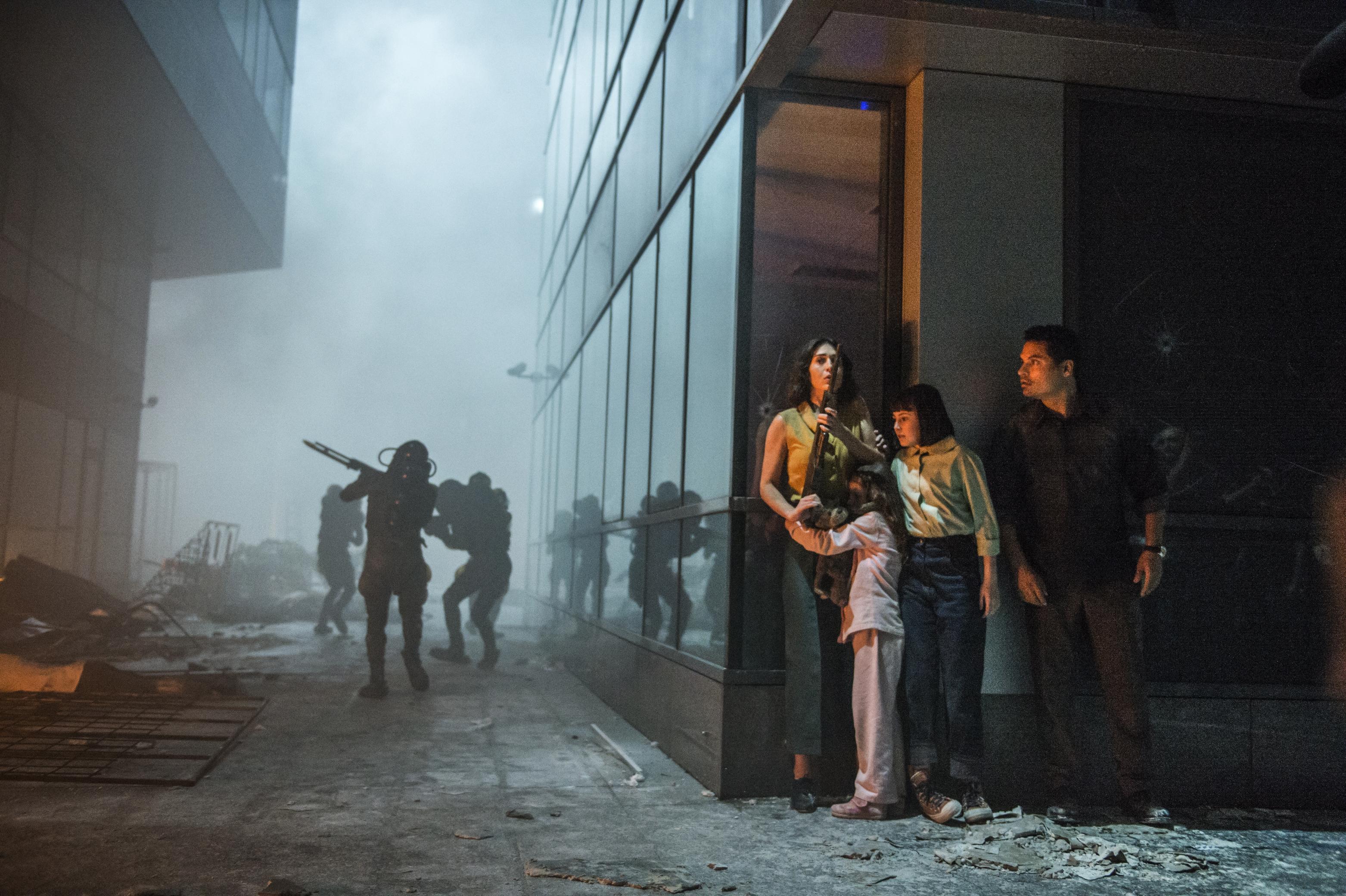 netflixs extinction trailer goes to war with alien