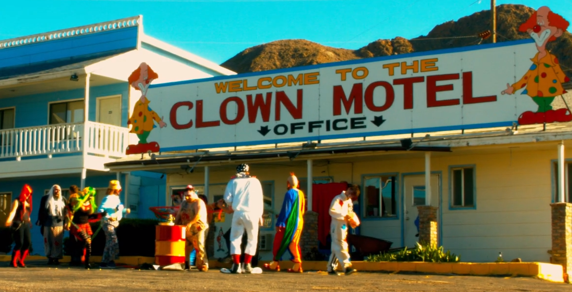 [Trailer] That Creepy Clown Motel Has Been Turned into a Horror Movie Titled… 'Clown Motel'