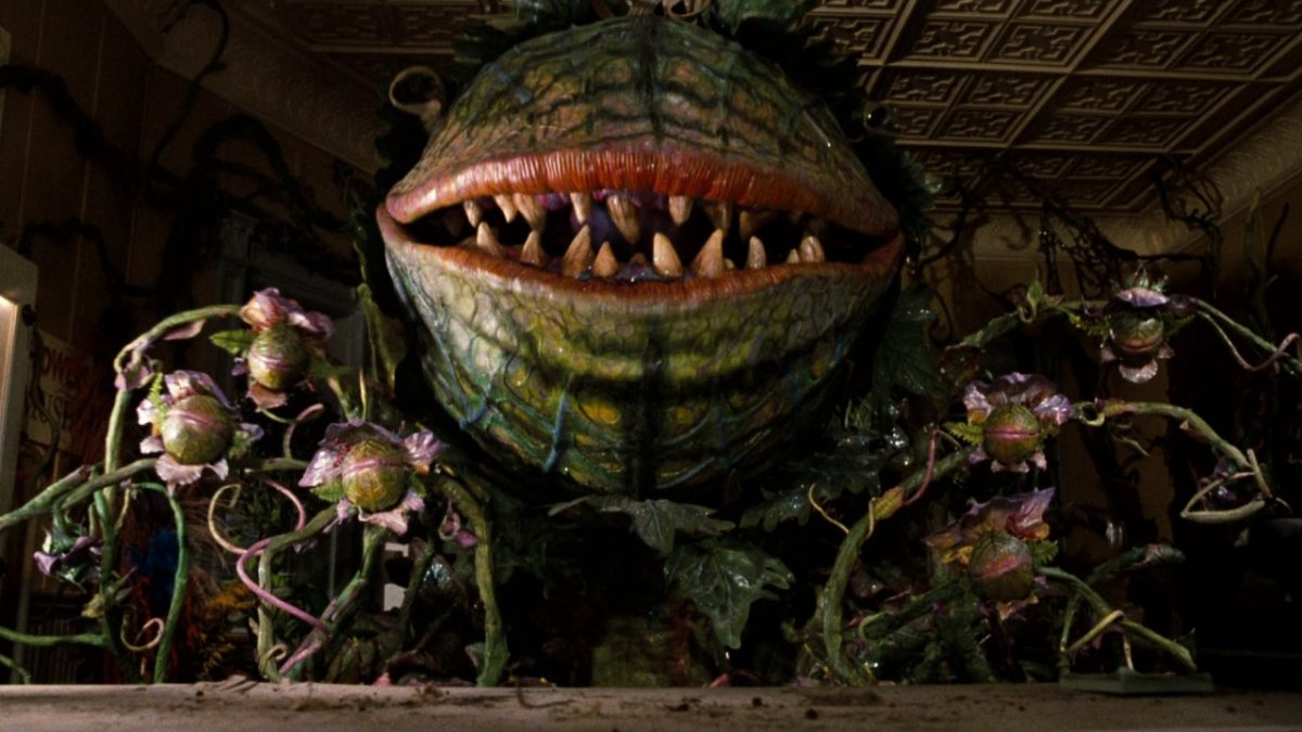 It Came From The 80s Feeding Audrey Ii In Little Shop Of Horrors Bloody Disgusting