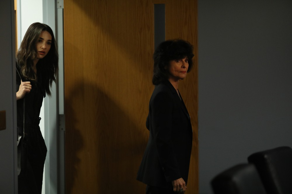 """Images] Adrienne Barbeau Returns to the World of """"Swamp Thing"""" in This  Week's New Episode! - Bloody Disgusting"""