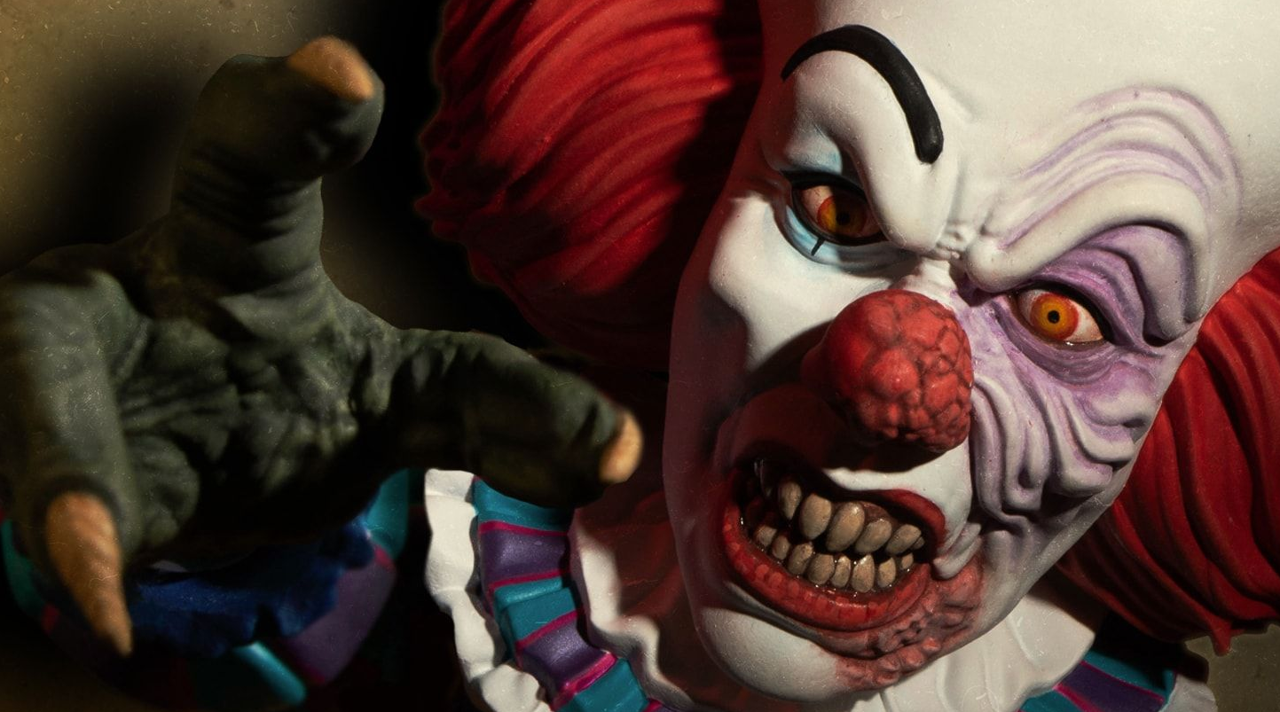 Tim Curry S Pennywise Gets New Mezco Designer Series Figure With Monster Hand And Alternate Head Bloody Disgusting